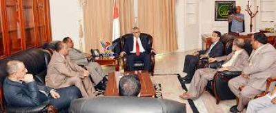 برئاسة بن حبتور..لقاء حكومي يدين العمل الإرهابي الذي استهدف منزل وزير المياه والبيئة