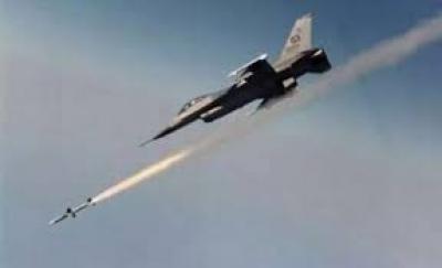 طيران العدوان يستهدف مطار تعز بغارتين